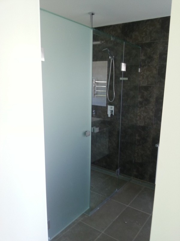 Acid Etched & Clear Frameless T-Screen (for Shower & Toilet) with Polished Silver Hinges, Clips & Handles