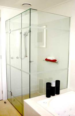 Frameless Front & Return On Hob Shower Screen with Polished Silver Hinges & Clips