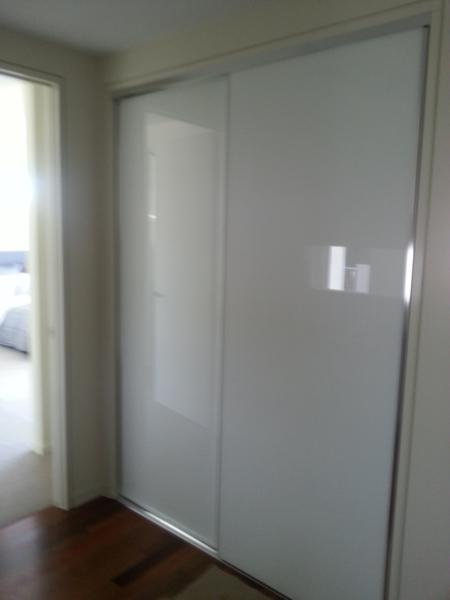 Frameless Super White Doors