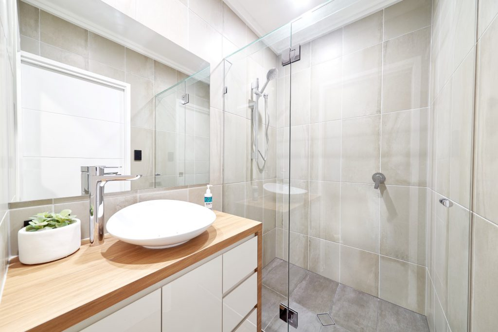 Frameless Shower Screen with Polished Silver Hinges & Clips with a Glass Header