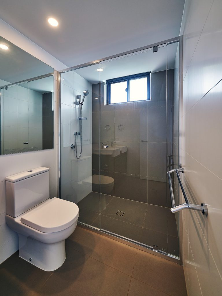 Semi-Frameless Vogue Shower Screen with Polished Silver Frame