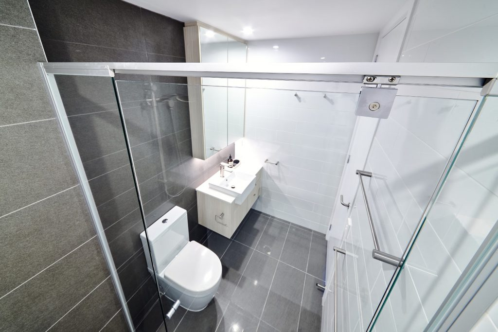 Semi-Frameless Vogue Shower Screen with Polished Silver Frame & Pivot