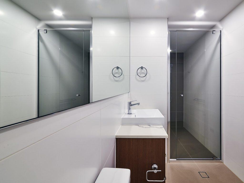 Polished Silver Semi-Frameless Vogue Shower Screen & Frameless Mirror