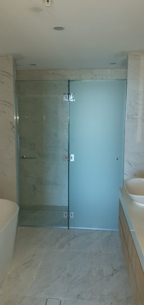 Frameless T-Screen for Shower & Toilet Area; LHS Panel is Clear Glass, RHS Panel is Acid Etched Glass, with Polished Silver Hinges