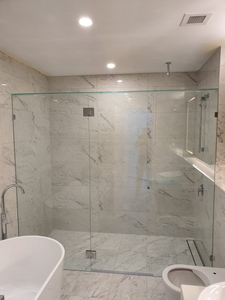 Frameless Shower Screen with Polished Silver Hinges & Clips with a Glass Brace